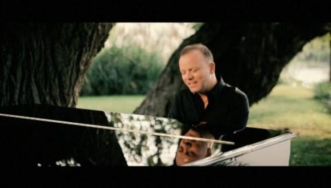 """Da oggi online il videoclip di """"Emozione Senza Fine"""""""